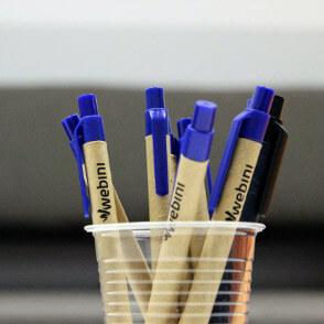 Firmowe długopisy w kubku